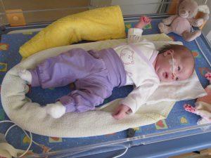 Ein kleiner Patient bei FIPS Familienintensivpflege Schiedermeier